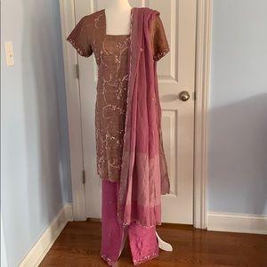 Indian/Pakistani salwaar kameez suit